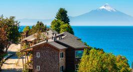 Exterior view at hotel Cabaña del Lago in Puerto Varas, Chile