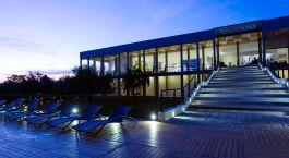 Entrance of hotel Aliya Resort & Spa in Sigiriya, Sri Lanka