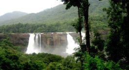 Zauberhafte Athirapally Wasserfälle
