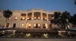 Außenansicht des Nadesar Palace in Varanasi Indien