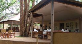 Lounge im Hotel Rhino River Camp in Meru National Park, Kenya