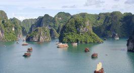 Die Halong Bucht gehört zu den Höhepunkten von Vietnam Reisen