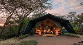 Loungebereich im Masai Mara Porini Adventure Camp in Masai Mara, Kenia