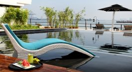 Pool at hotel Xandari Harbour in Cochin, South India
