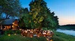 Abendessen im Freien im Lion Sands Tinga Lodge Hotel im südlichen Krüger, Südafrika
