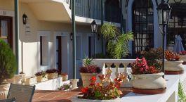 Außenanlage des Don Antonio Posada Hotel in Colonia de Sacramento, Uruguay
