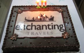 Enchanting Travels Logo Torte