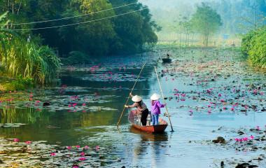 Yen-stream-on-the-way-to-Huong-pagoda-in-autumn,-Hanoi,-Vietnam.-Vietnam-landscapes-Asia