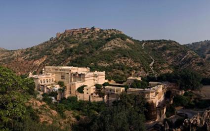 Hotel Samode Palace im Aravalligebirge aus der Vogelperspektive, Nordindien