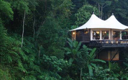 Außenansicht einer Gästeunterkunft im Four Seasons Tented Camp, Golden Triangle Hotel in Chiang Saen, Thailand