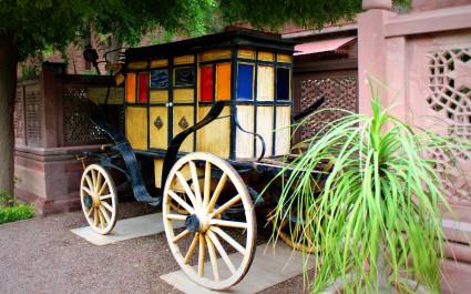 Antike Kutsche im Hotel Ajit Bhawan Palace, Indien