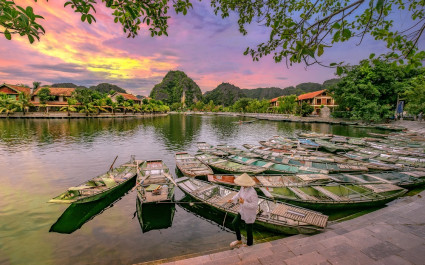 Enchanting Travels Vietnam Tours Hoi An Rowing boat Waiting for passengers at sunrise, - best places to visit in 2019