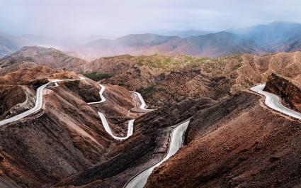 Serpentinenstraßen im Atlasgebirge, Marokko