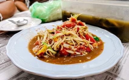 Tam mak hoong: Laos-style papaya salad