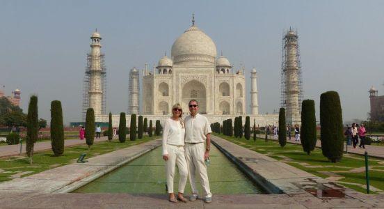 Unsere Nordindien- und Goa Urlaub Erfahrungen: Vor dem Taj Mahal