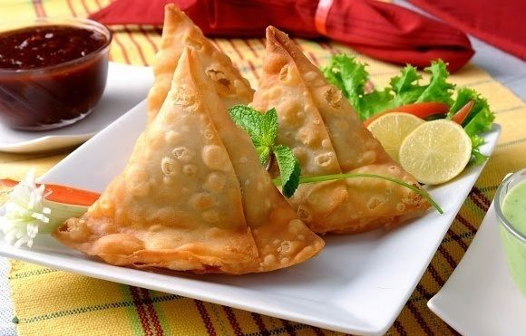 Indian samosa with Enchanting Travels