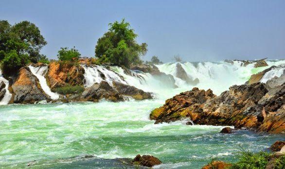 khone-phapheng-waterfalls-laos-asia-586x389