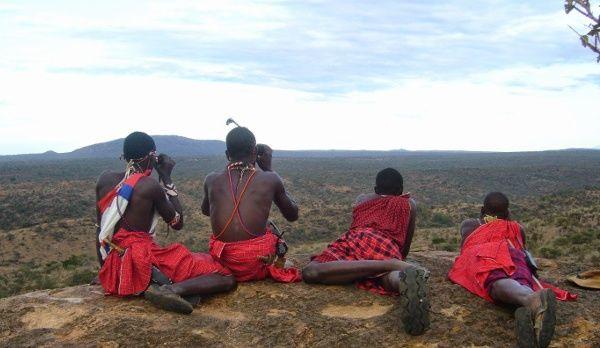 Die Massai in ihrer traditionellen Kleidung