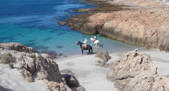 Zwei Reiter in der Bahia Bucht