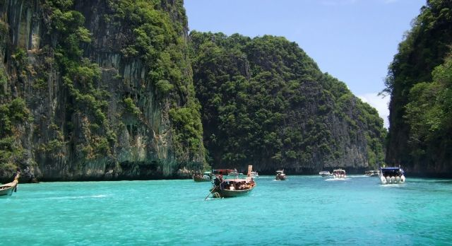 Bucht von Phuket mit Kalksteinfelsen