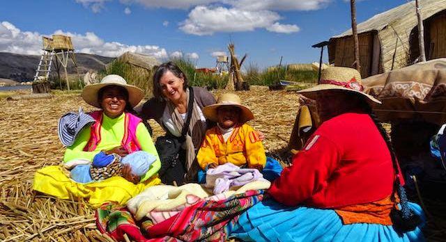 Enchanting Travels Gast Joan Wiltshire mit Einheimischen in Südamerika