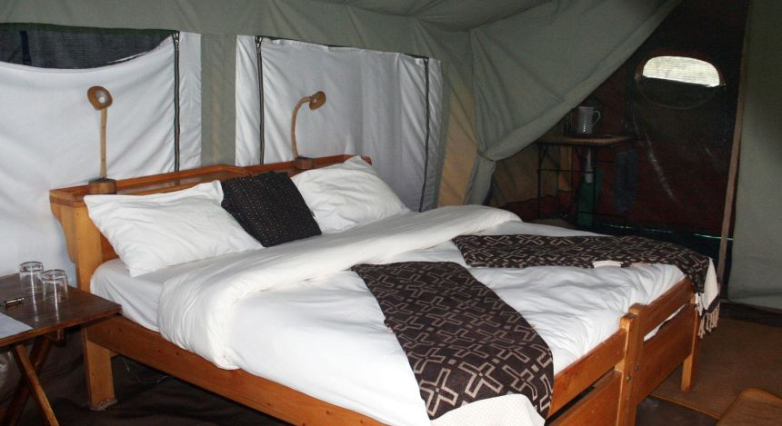 Bett im Safarizelt