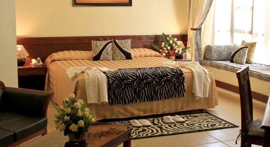 Doppelbett der African Tulip Lodge