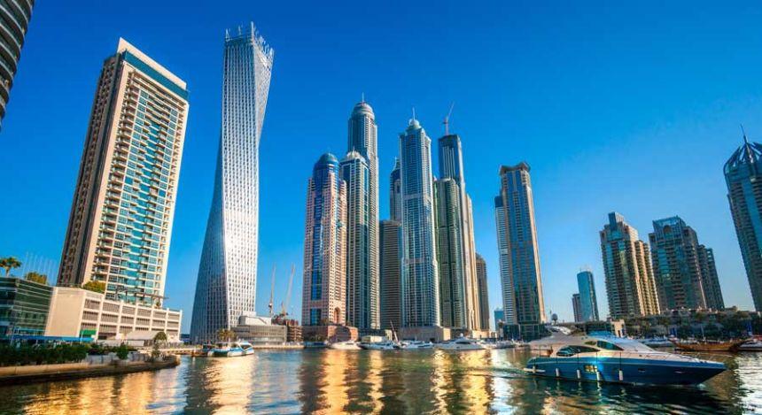 Skyline der Wolkenkratzer in Abu Dhabi