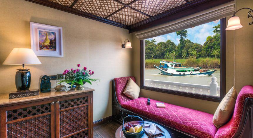 Luxuriöses Zimmer mit großem Fenster
