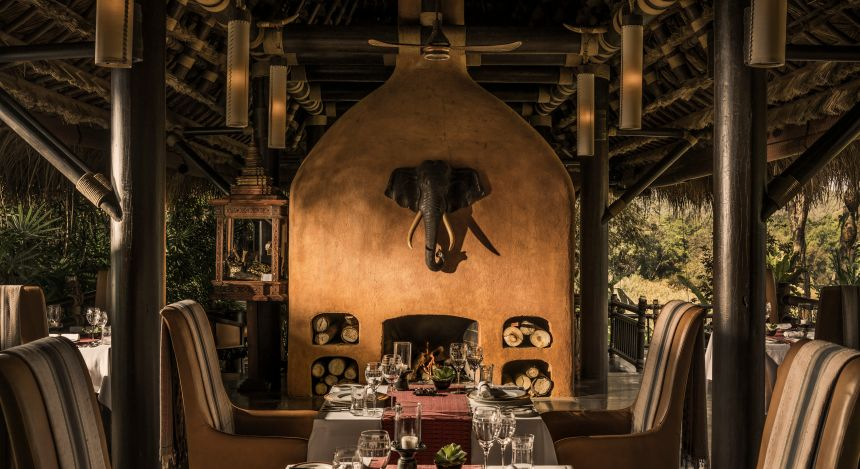 Restaurant im Four Seasons Tented Camp, Golden Triangle Hotel in Chiang Saen, Thailand