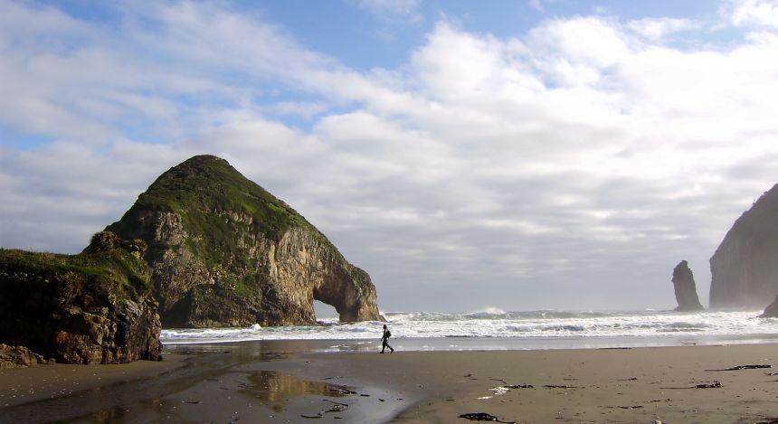 Enchanting Travels Chile Tours TierraChiloé_fachadanocturna_NSaieh