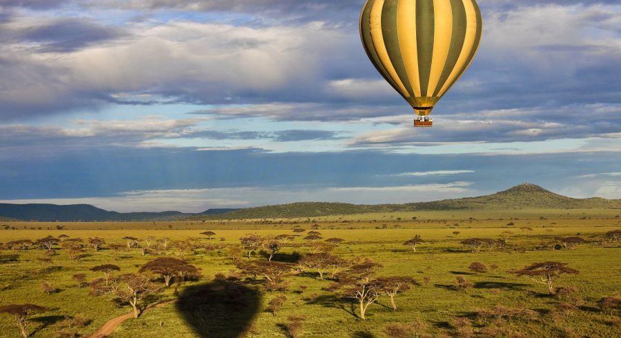 Balloon over savannah, Serengeti, Tanzania