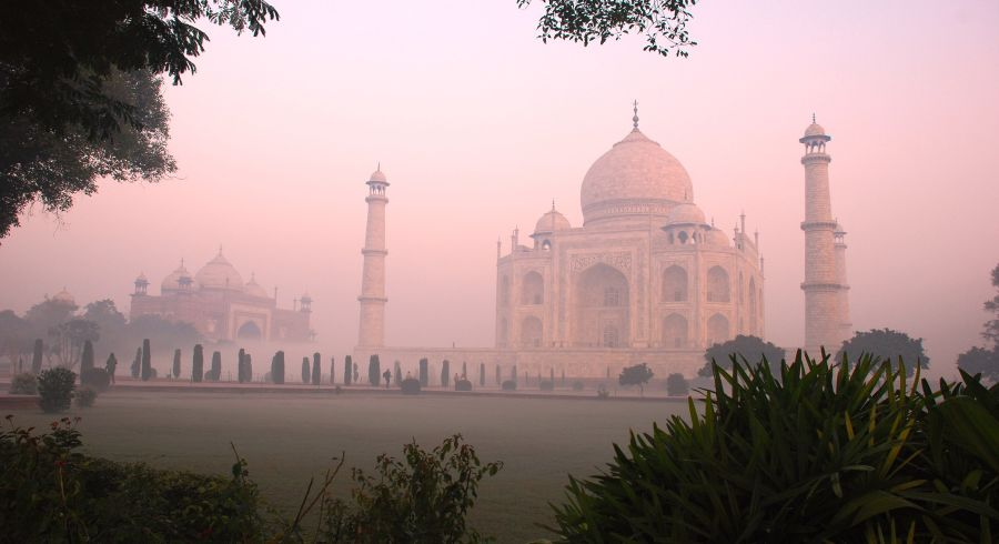 Der Taj Mahal bei Sonnenaufgang