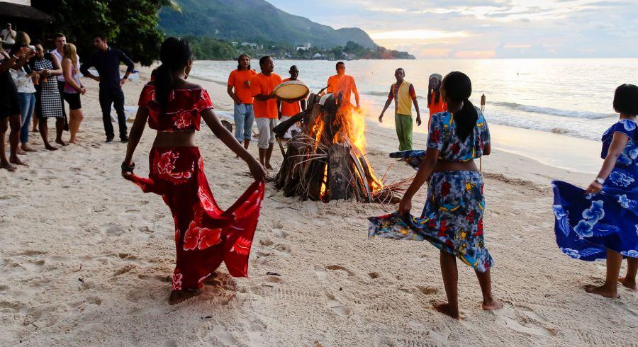 Seychellen Sehenswürdigkeiten: Die Strände sind Treffpunkt für Reisende und Einheimische gleichermaßen