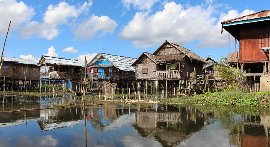 Häuser am Inle-See, Maynmar