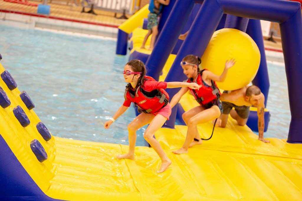 Children enjoying an aqua splash birthday party