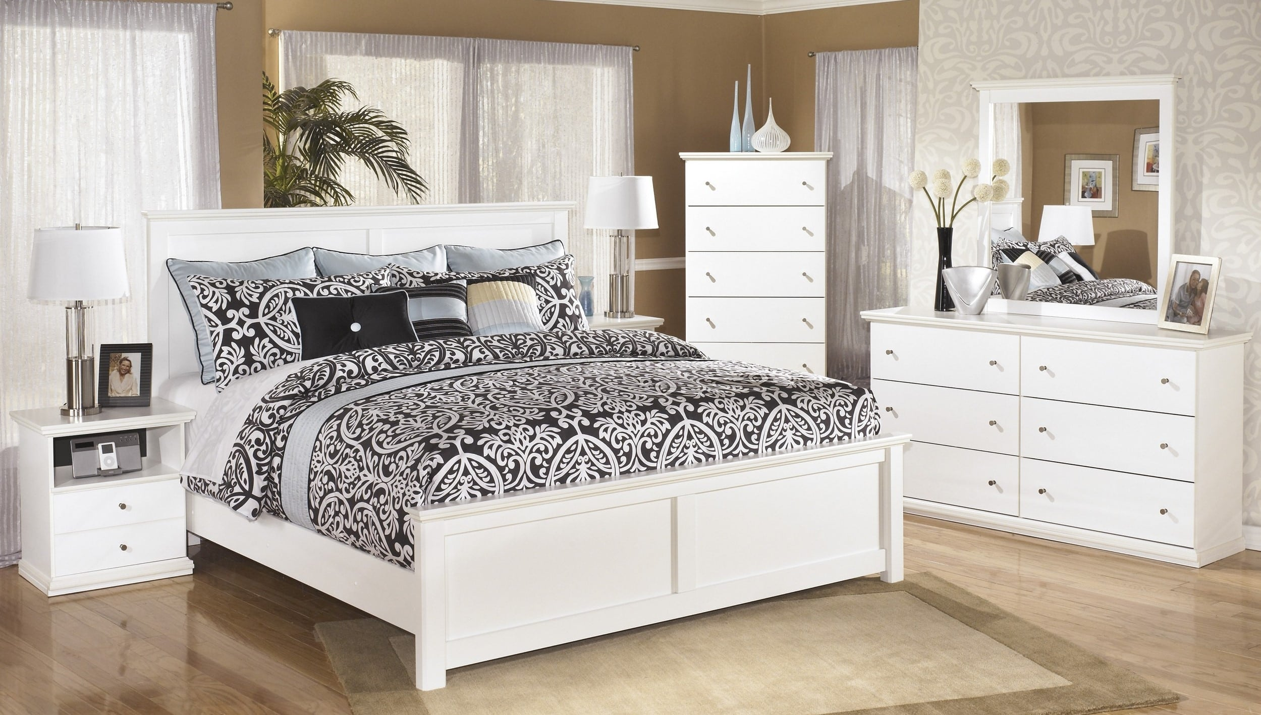 Signature Design by Ashley Bostwick Shoals White King 7 Piece ...