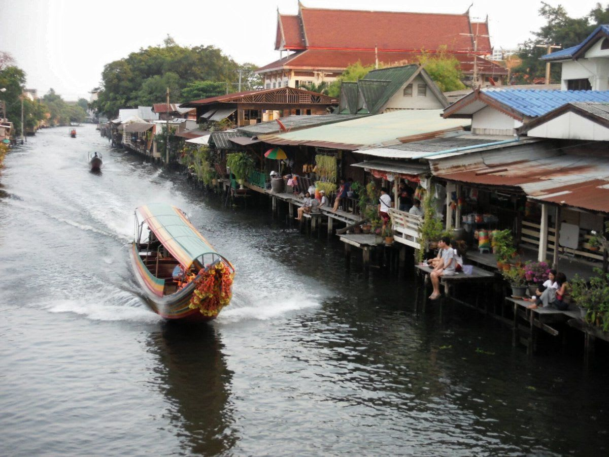 Bang-Luang-Floating-Market