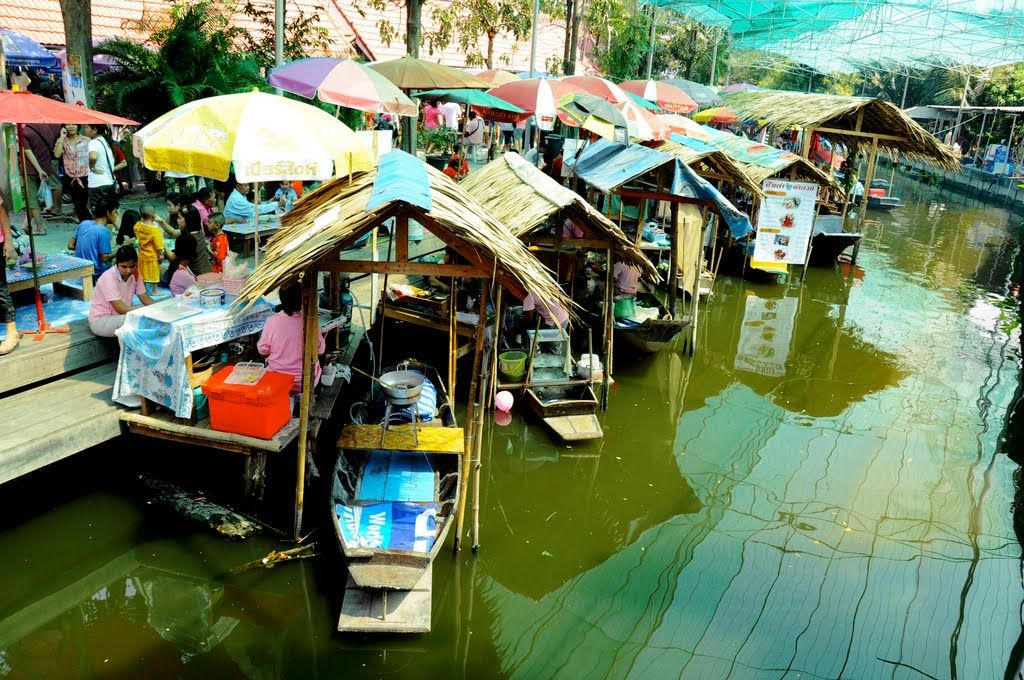 The-Bang-Nam-Phueng-Floating-Market