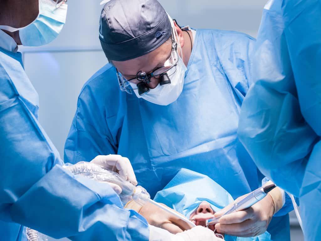 operation de pose d un implant