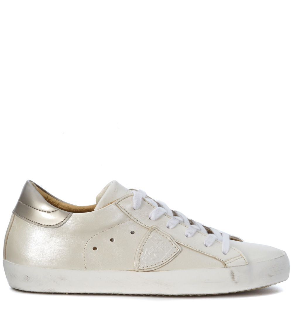 Sneakers Philippe Classic Model White Pearled Leather With Platinum Detail On The Counter.