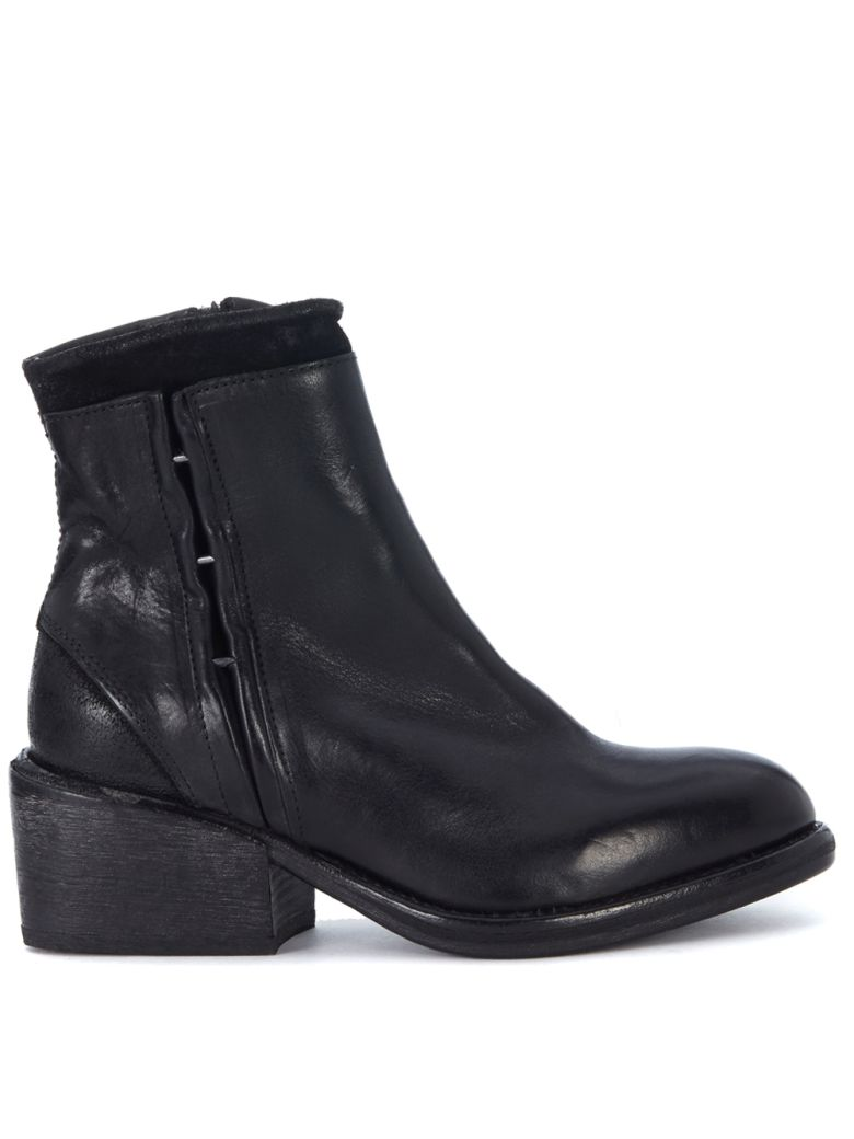 BLACK LEATHER ANKLE BOOTS WITH ZIP AND CLIPS