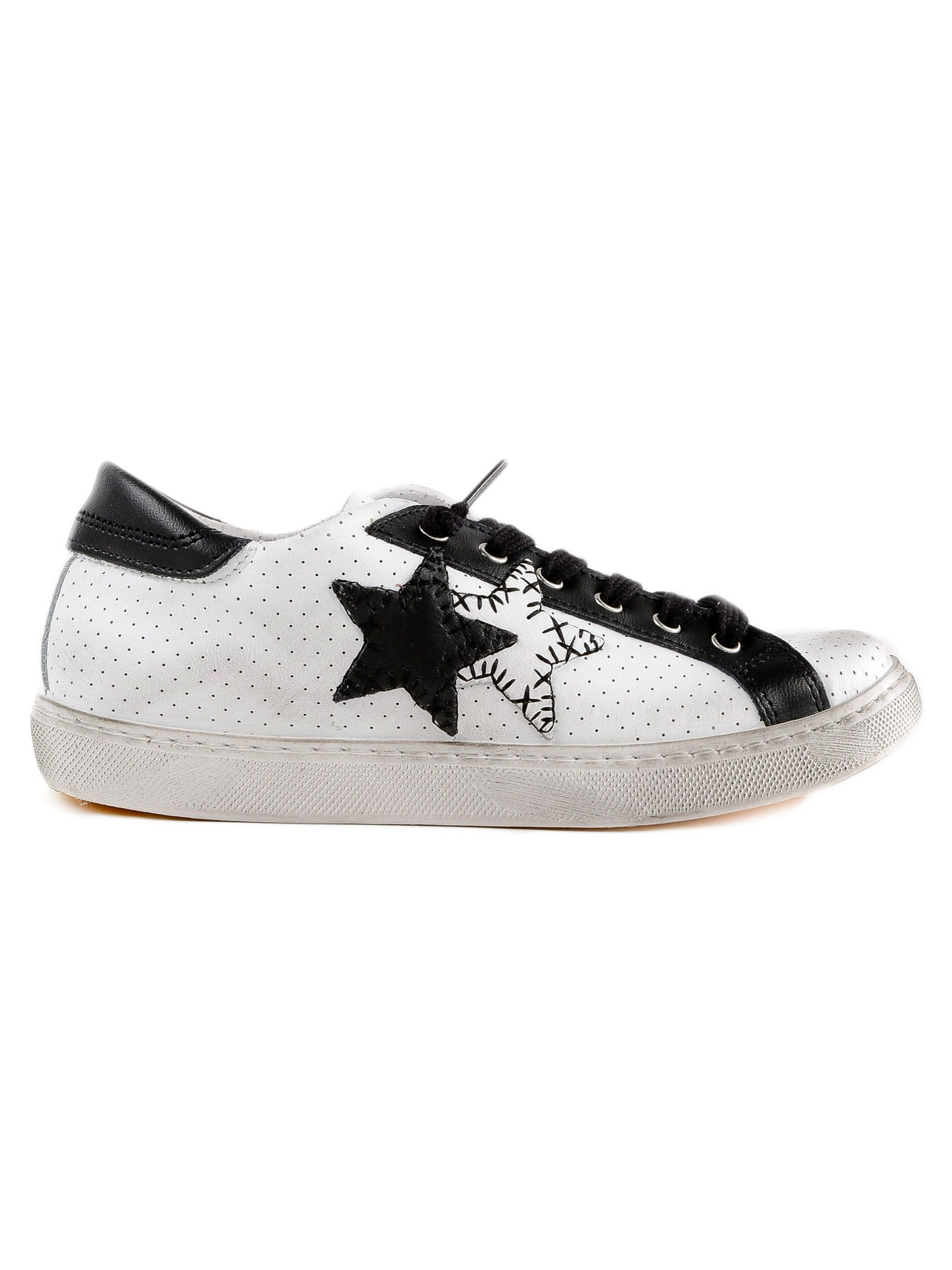 2STAR 2 Star Two Star Patch Sneakers in White/Black