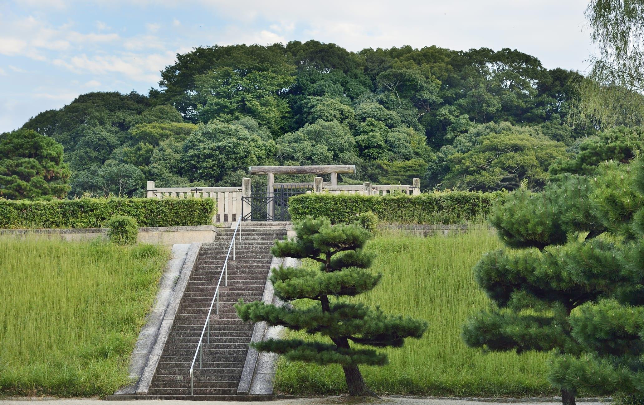Sujin-tenno-ryo Emperor Sujin's Tomb