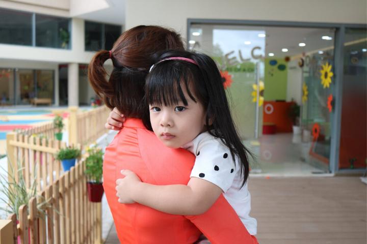 Tại sao lần đầu bé đi học hay đau ốm? - Nguyên nhân và cách khắc phục