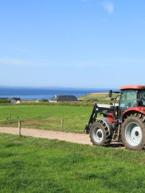 Kverneland 2800 M, transported compact with tractor