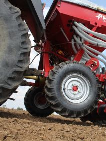 Kverneland DL, compact seed drill for small and medium sized farms