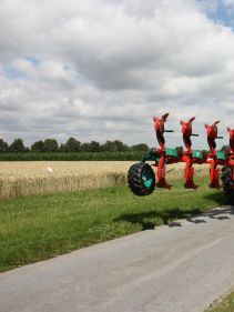 Kverneland Ecomat compact while travelling above ground, dragged by tractor
