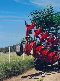 Kverneland Packomat compact and transported above ground level, dragged by tractor