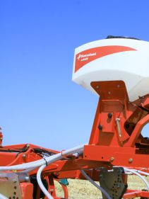 Kverneland CTC Cultivator performs perfect mixing and levelling with reduces maintenance